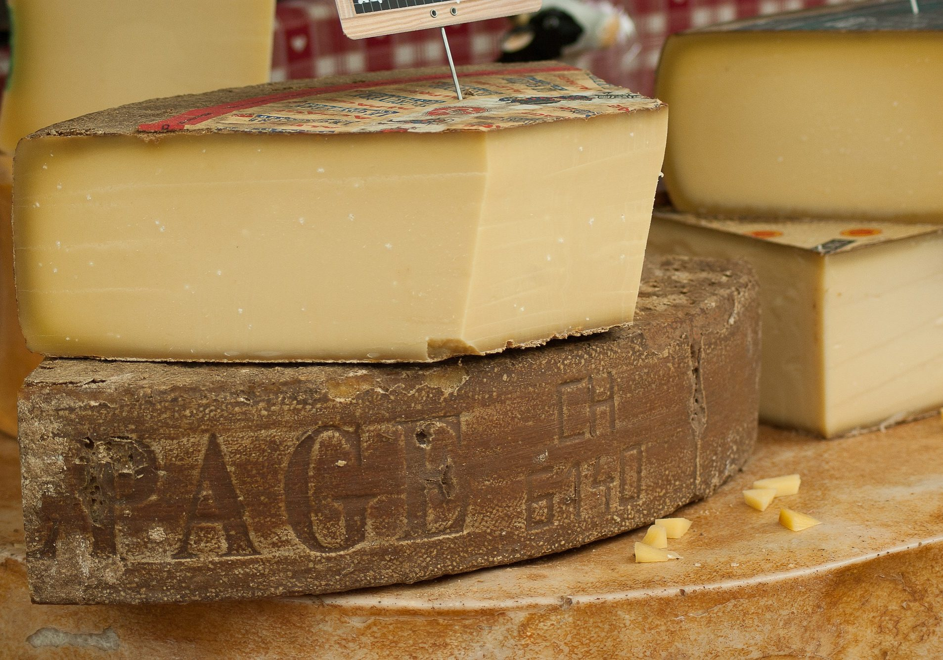 cheese-2368695_1920